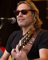 ROB ZWAVING - zang en gitaar